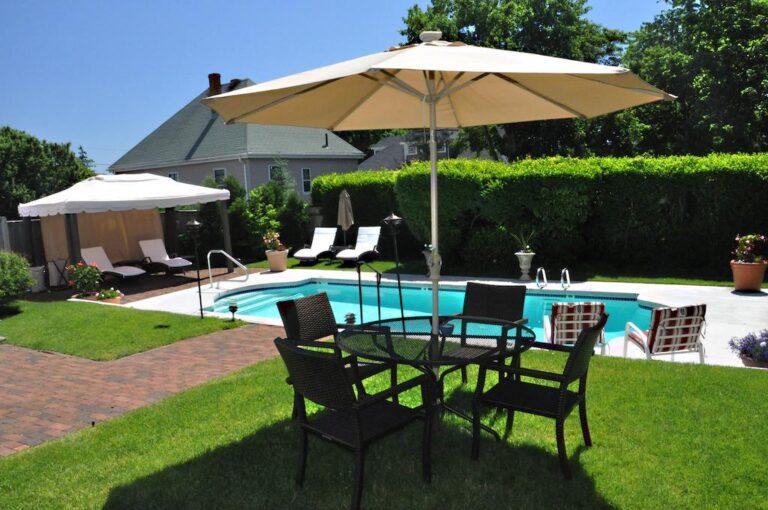 hotel with pool near boston ma
