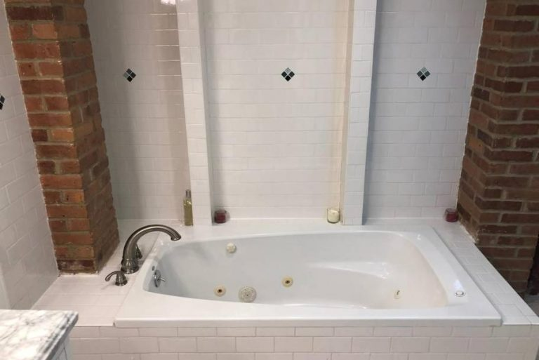 hotels with jetted tub near boston ma