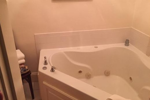 jacuzzi in room in salem ma