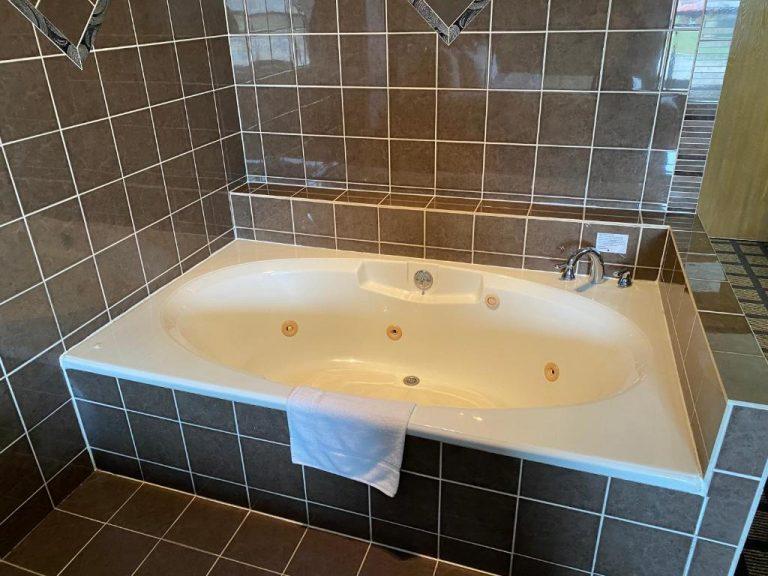 hot tub in room in peoria il