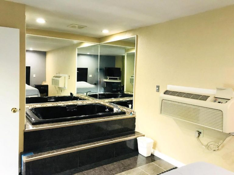 boston motel with jacuzzi in room