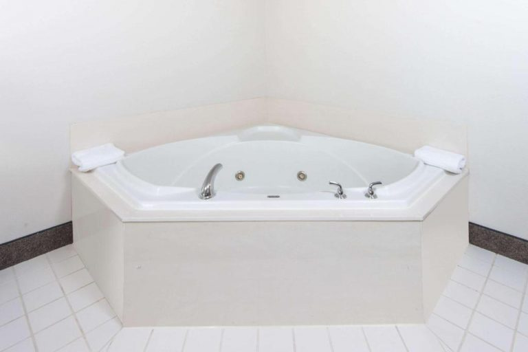 springfield il hotels with jacuzzi in room