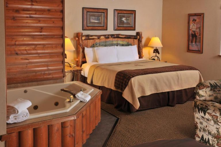 peoria hotels with jacuzzi in room